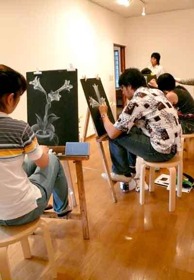描いてる写真